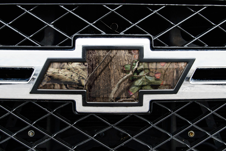 Mossy Oak Graphics 14010-BUP Break-Up Pink Auto Emblem Skin